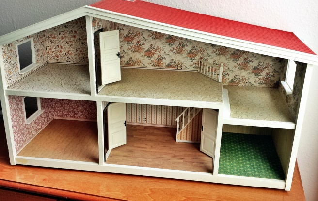 1980s Lundy Dollhouse